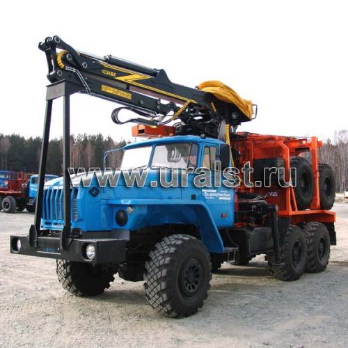 Автопоезд лесовозный в составе тягача Урал 55571